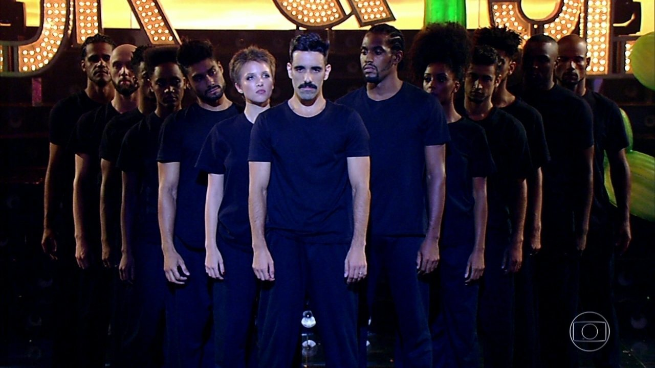 Coreografia ao som de 'Guerreiro Menino' encerra o programa
