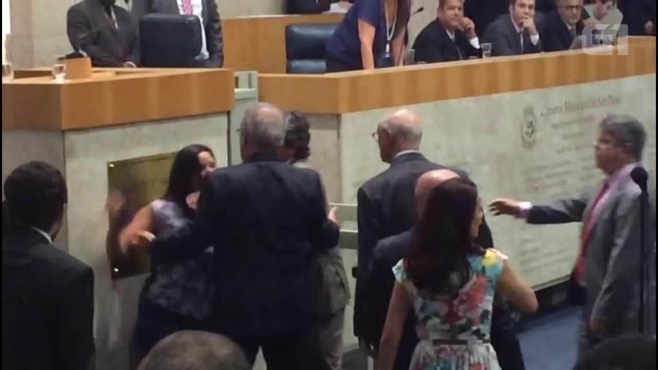 Briga interrompe sessão da Câmara de SP