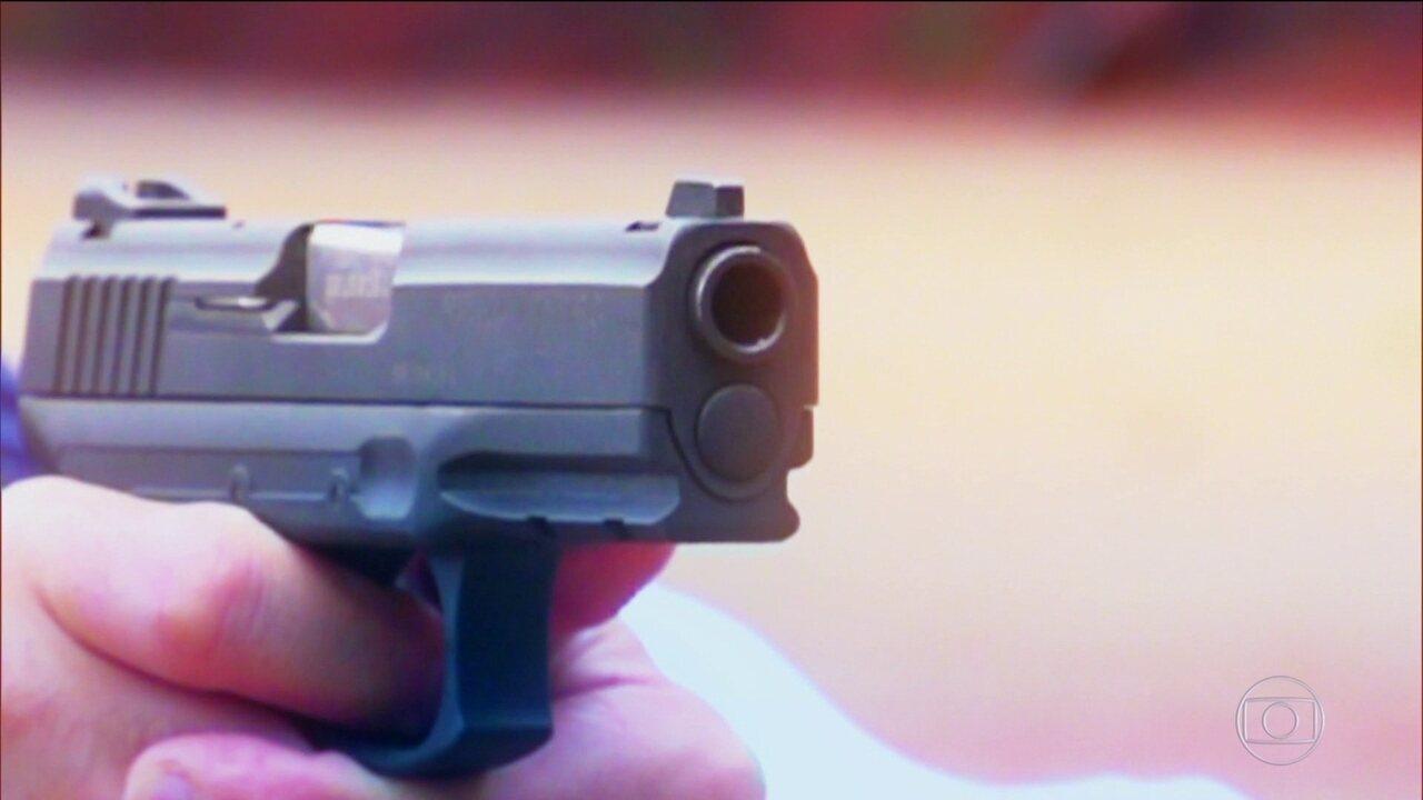 Arma usada pela polícia brasileira dispara por acidente, fere e até mata