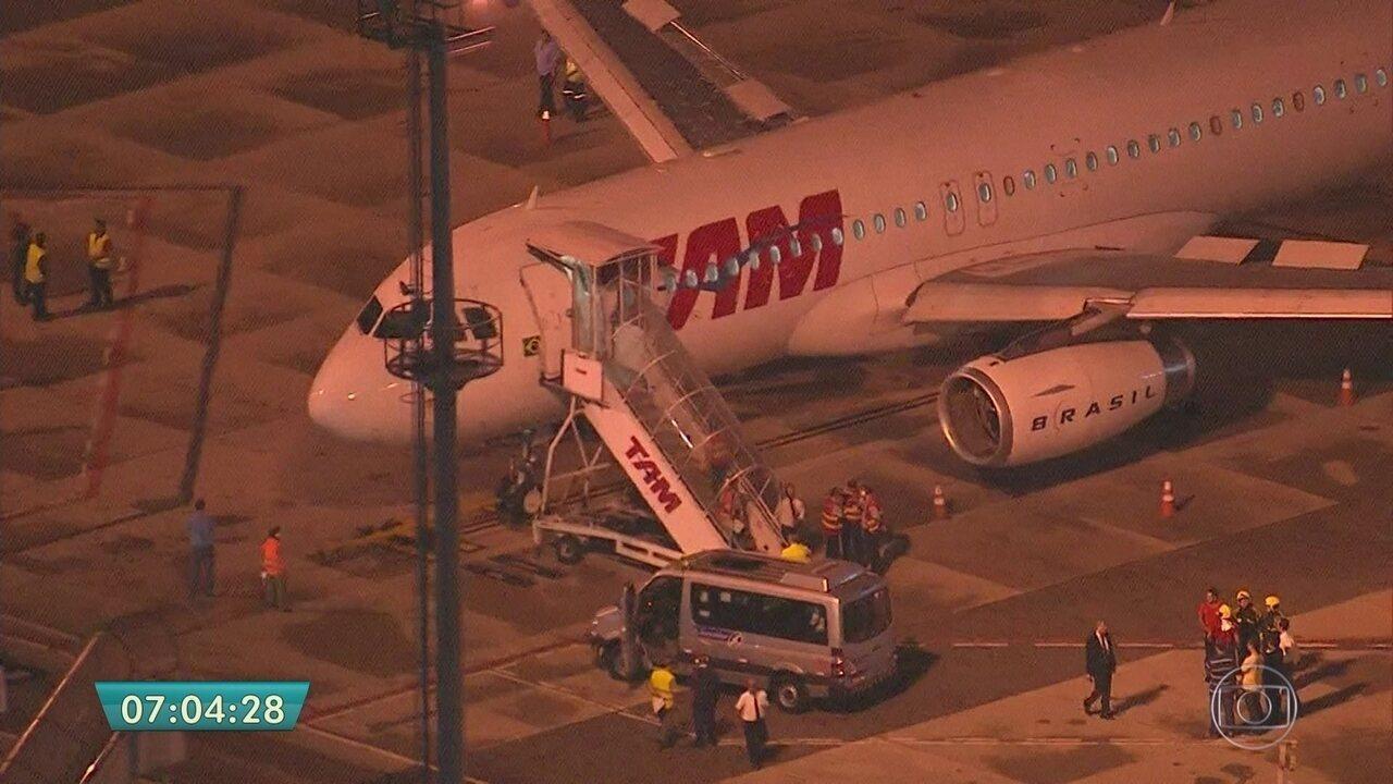 Incêndio em turbina de avião e chuva atrasam voos no Aeroporto de Congonhas