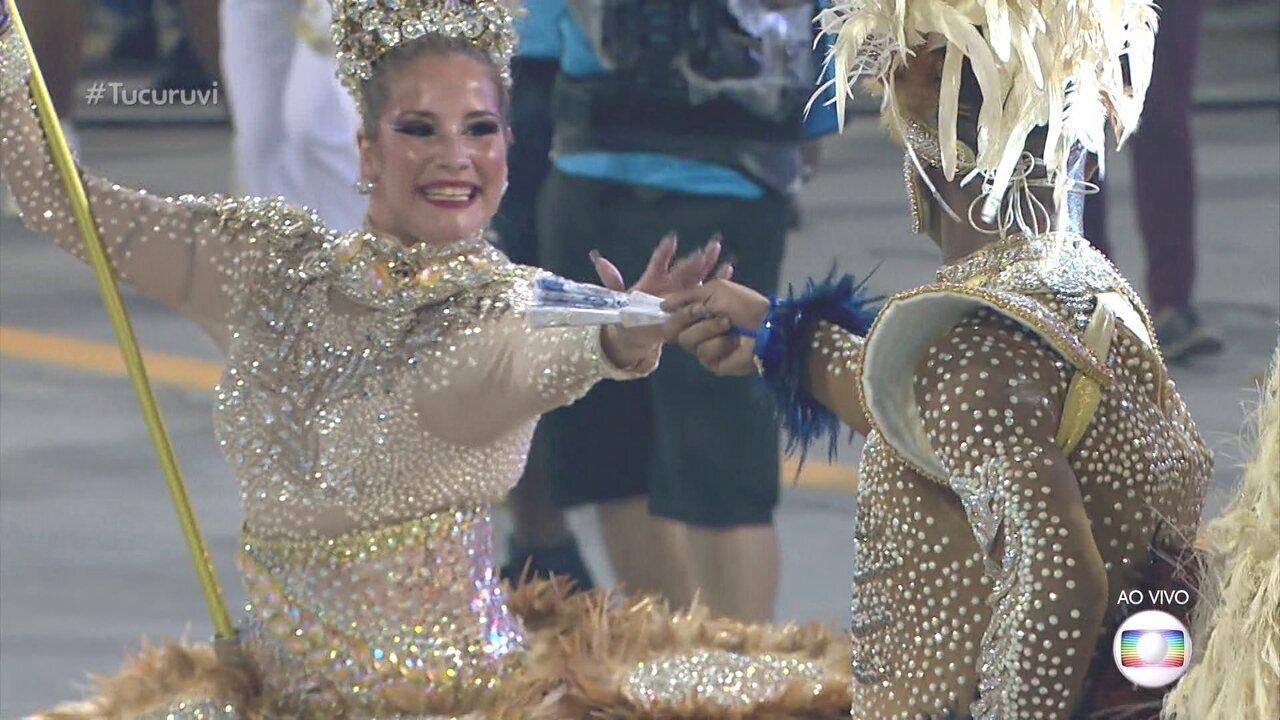 Kawan e Waleska estreiam como o casal que dança com o pavilhão oficial da Tucuruvi