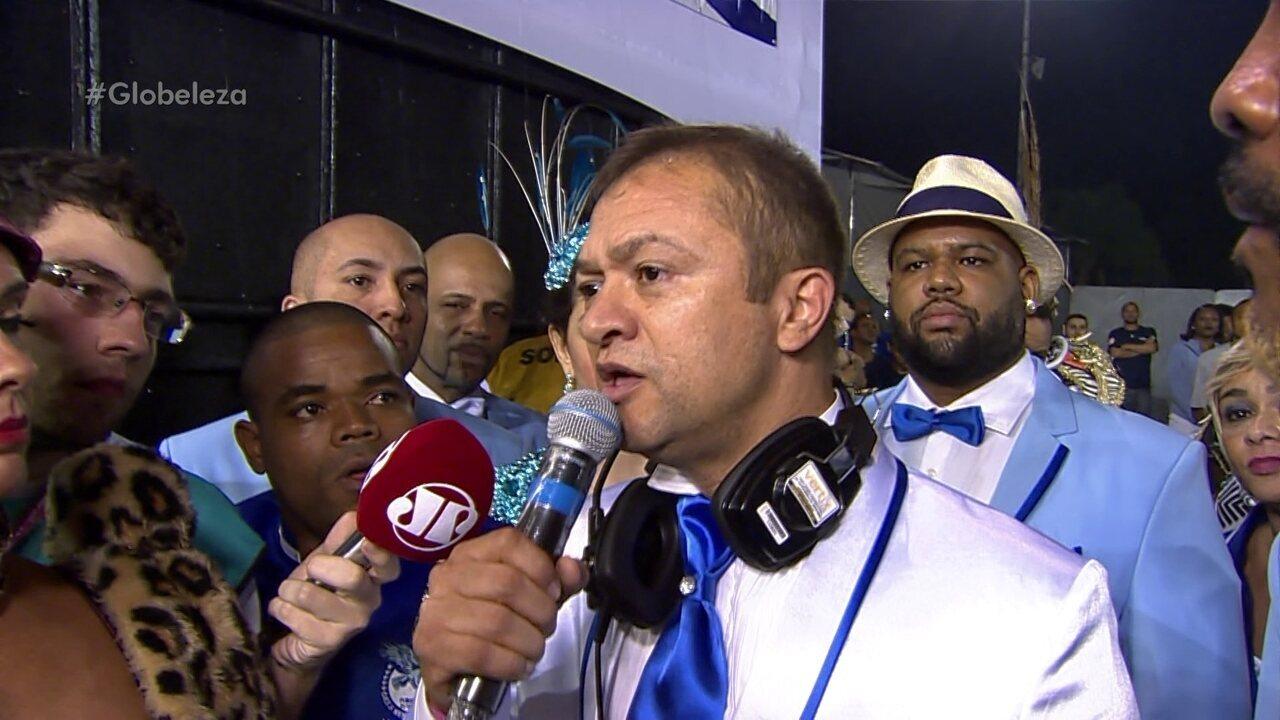 Presidente da Nenê de Vila Matilde dá grito de guerra antes do início do desfile