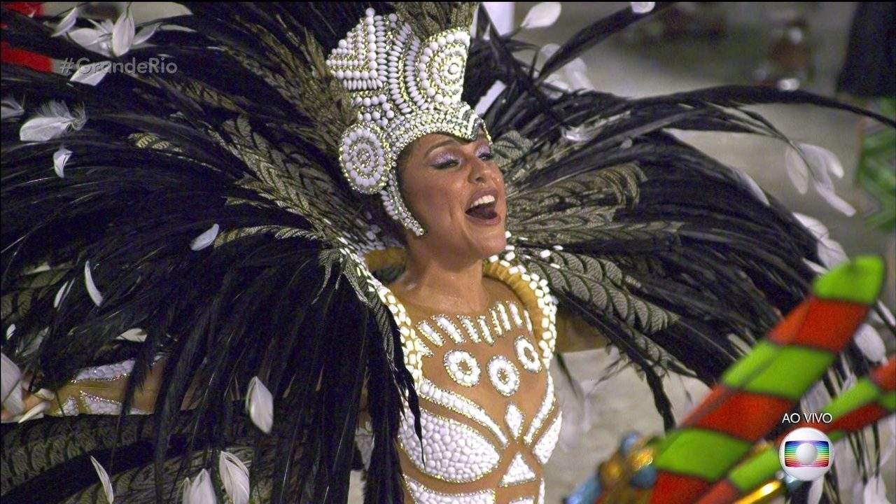 Rainha de bateria da Grande Rio é a deusa do timbau