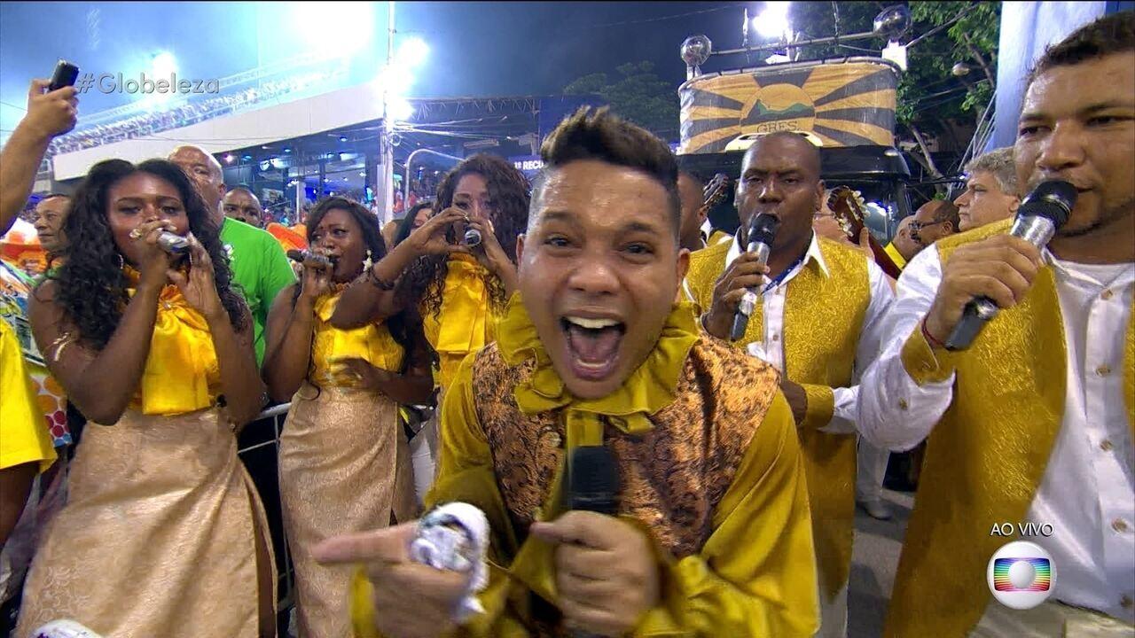 Leozinho Nunes puxa o samba da São Clemente