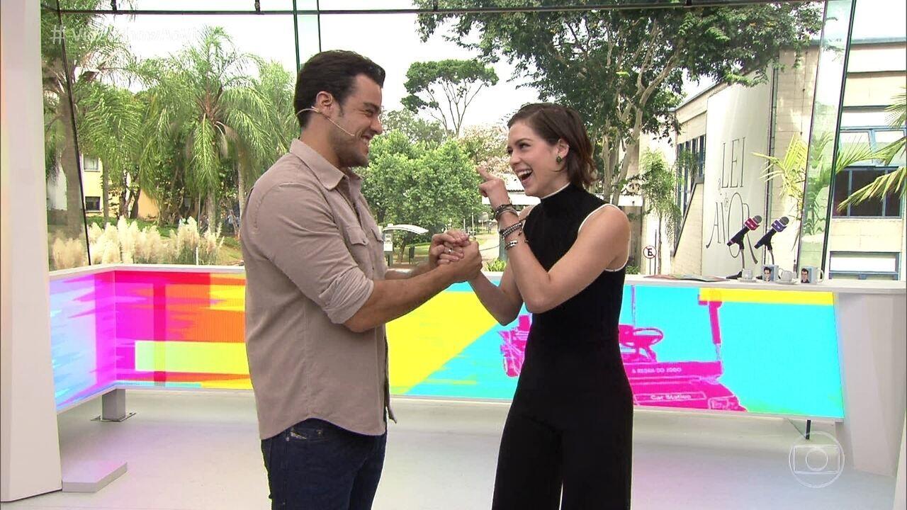 Joaquim Lopes e Sophia Abrahão mostram o novo estúdio do 'Vídeo Show'