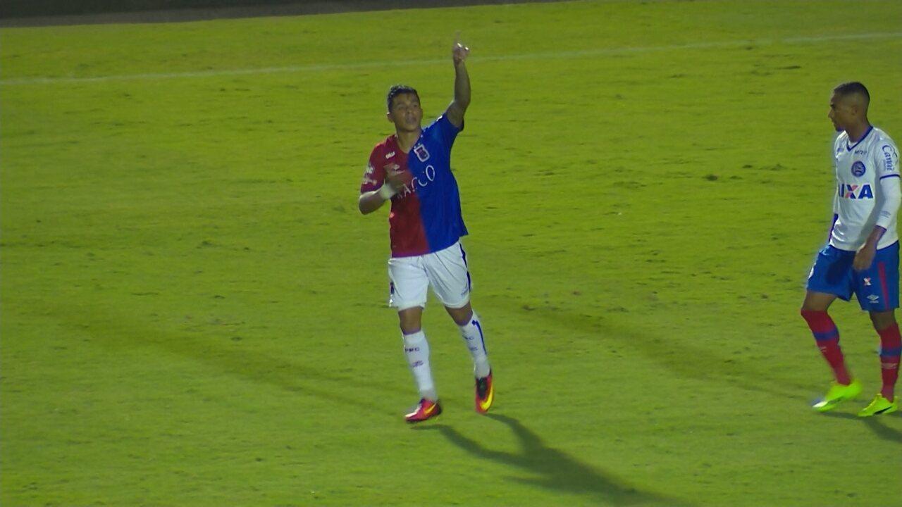 Renatinho amplia o placar contra o Bahia, na Copa do Brasil