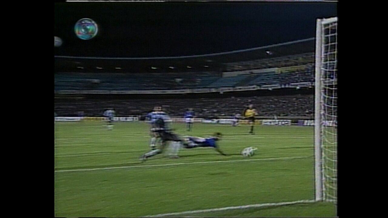 Em 1997, Cruzeiro vence o Grêmio por 1 a 0, no estádio Olímpico, e respira na Libertadores