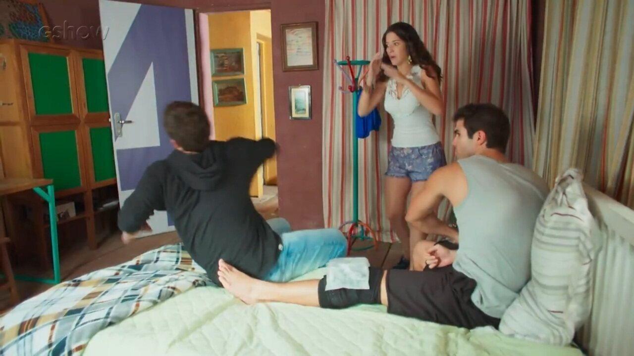Teaser Malhação 14/03: Vanderson Espada faz proposta para Rômulo e leva soco
