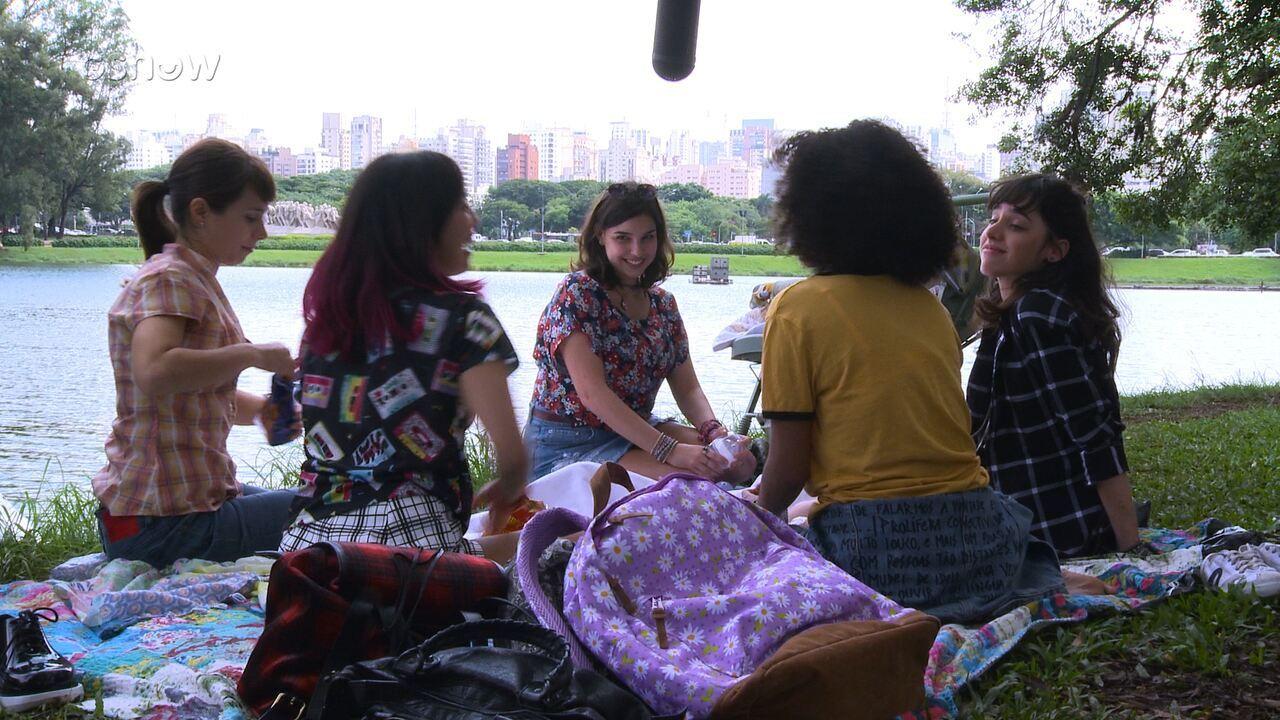 Elenco de 'Malhação Viva a Diferença' se diverte gravando em São Paulo