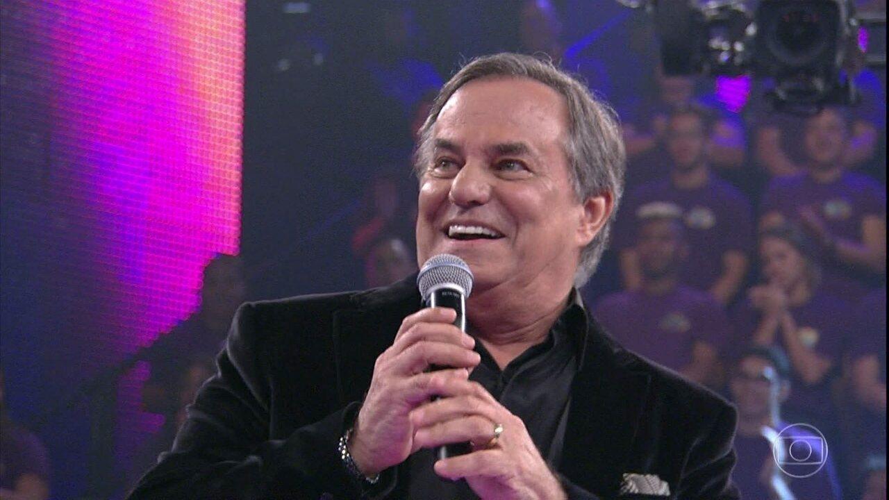 Ronnie Von relembra a carreira no palco do 'Domingão'