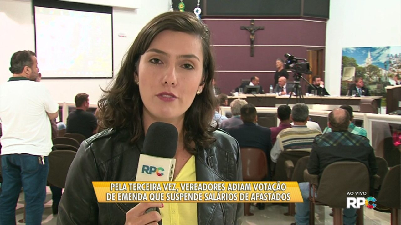 Vereadores adiam votação da emenda que suspende salários de vereadores afastados