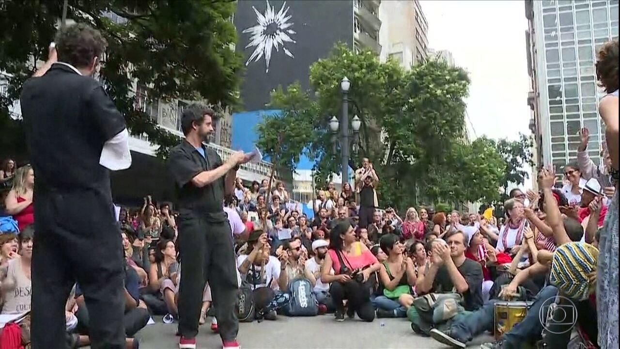 Artistas e funcionários da secretaria da Cultura fazem protesto nesta segunda-feira (27)