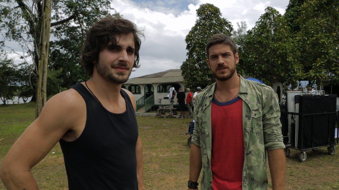 Fiuk e Marco Pigossi mostram set em ilha na Amazônia