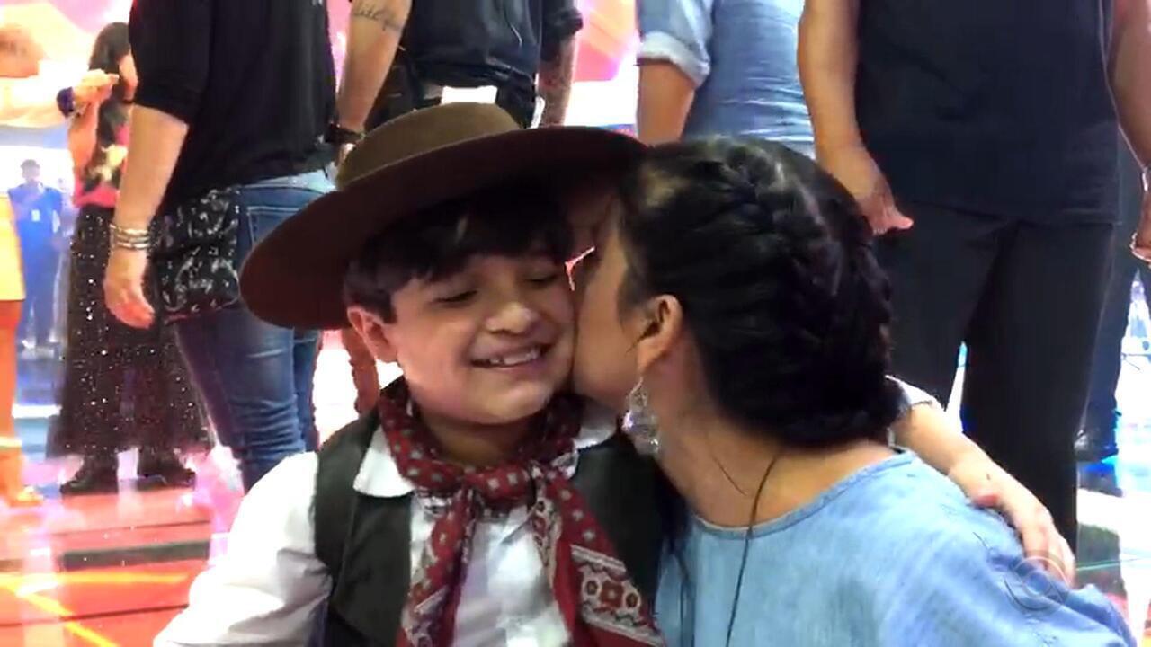 Shana Müller parabeniza Thomas Machado e pede votos para o gauchinho na final do 'The Voice Kids'