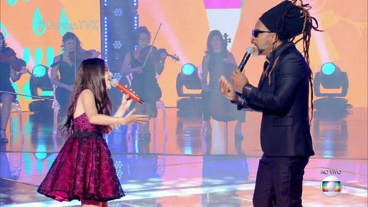 Brown canta com Valentina Francisco