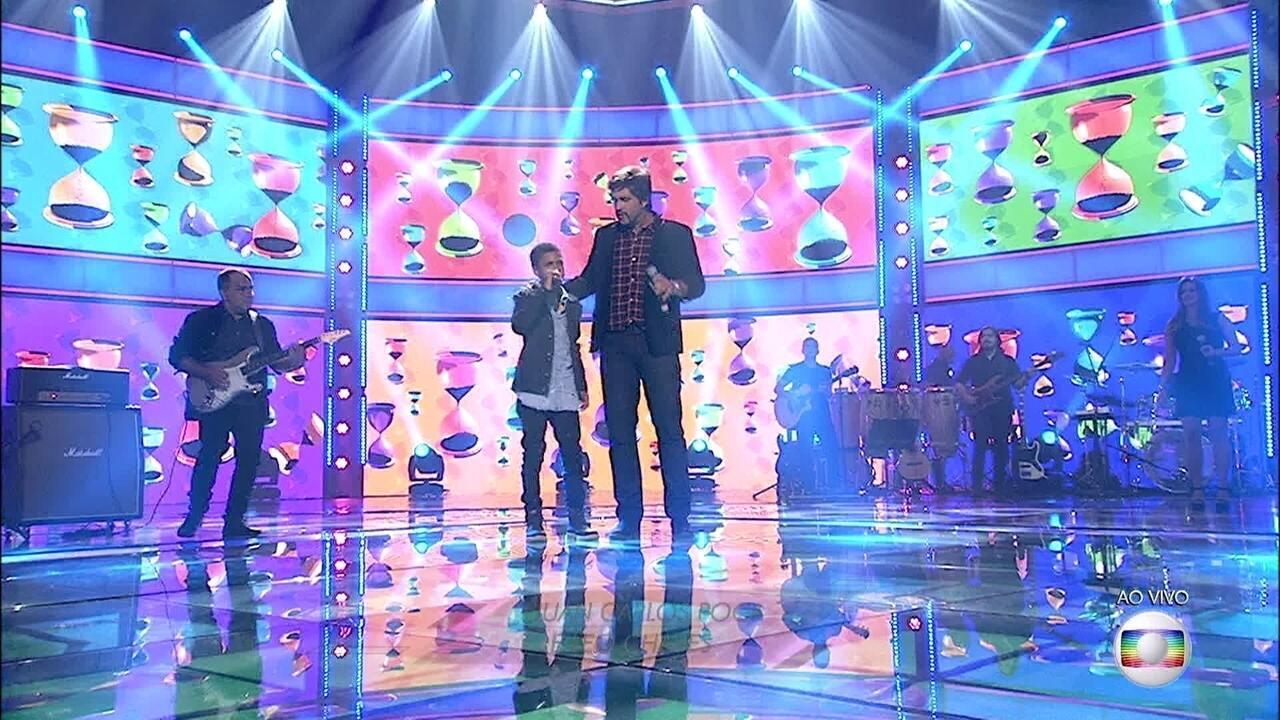 Leo Chaves canta com Juan Carlos Poca