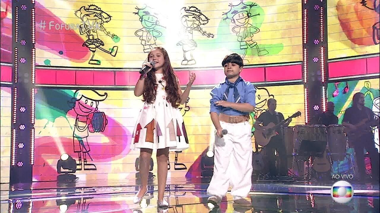 Thomas Machado e Flávia Scanuffo cantam