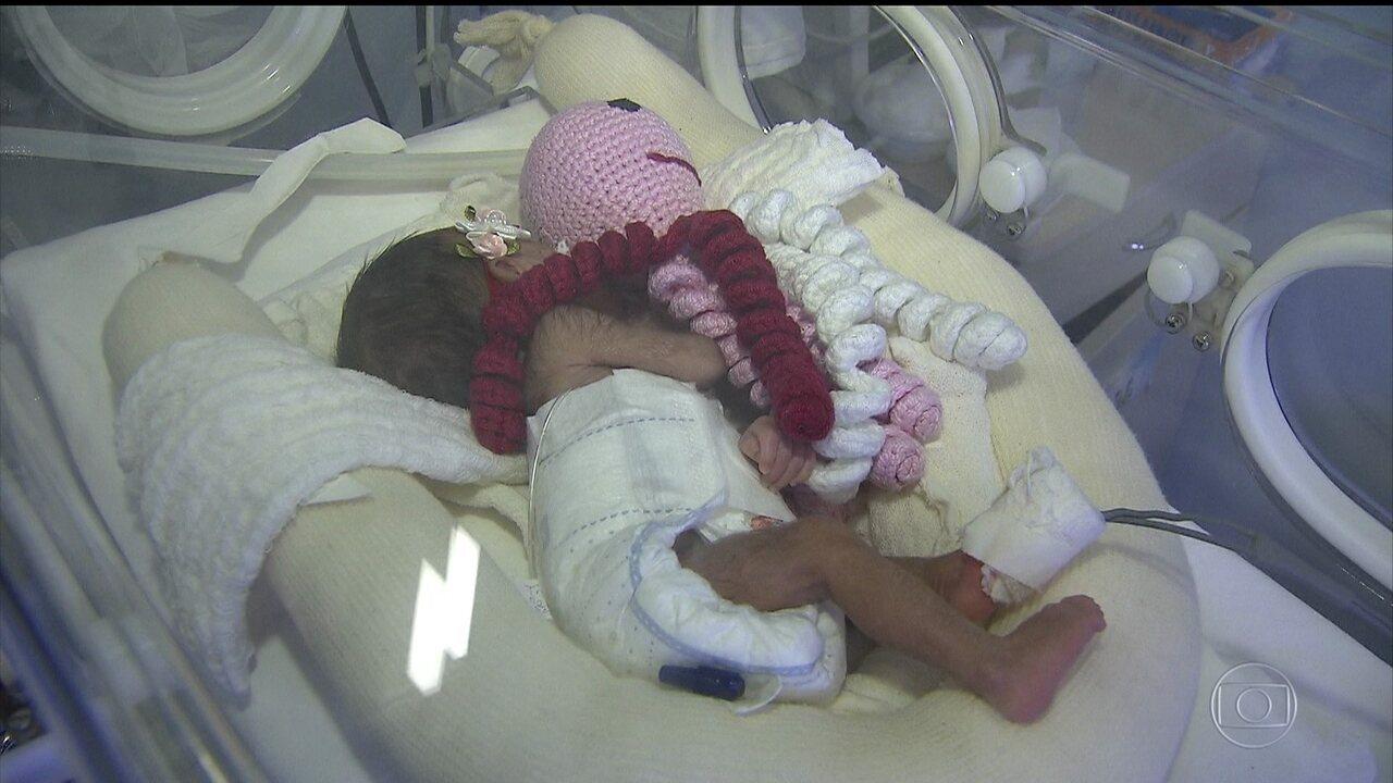 Polvo de crochê ajuda a salvar vida de bebês prematuros