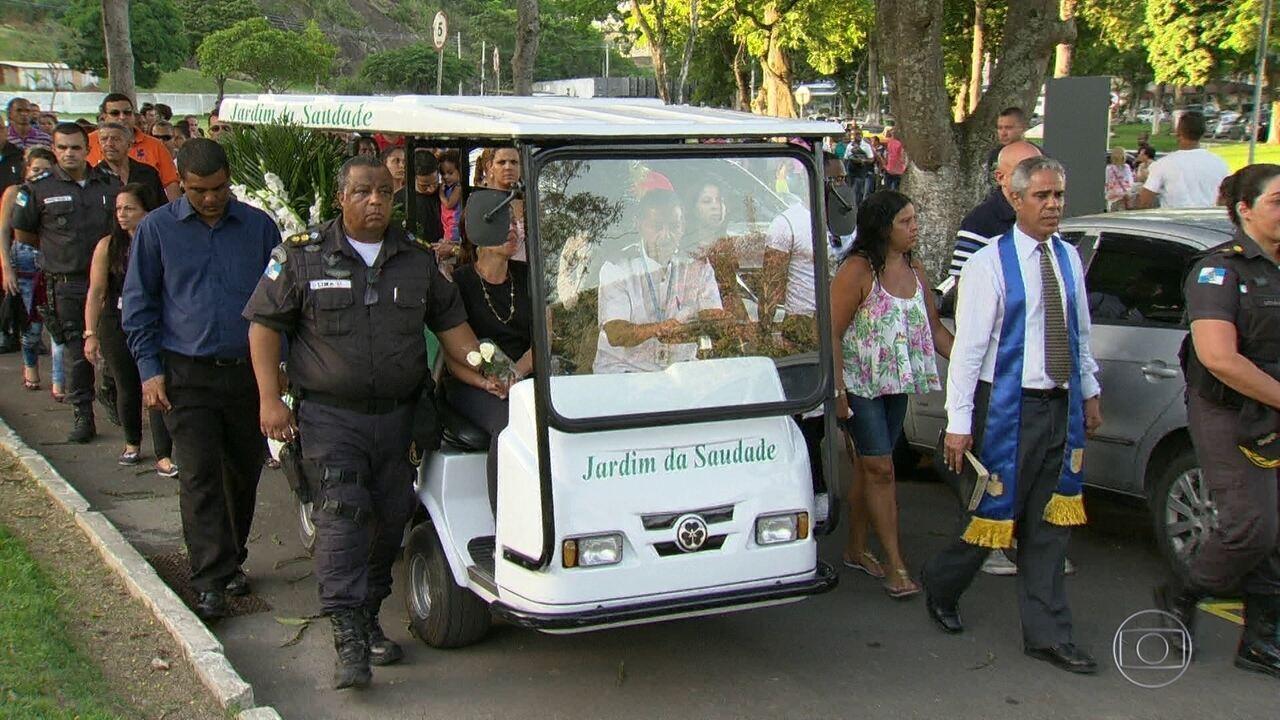 TRÊS POLICIAIS MILITARES SÃO ENTERRADOS NO RIO