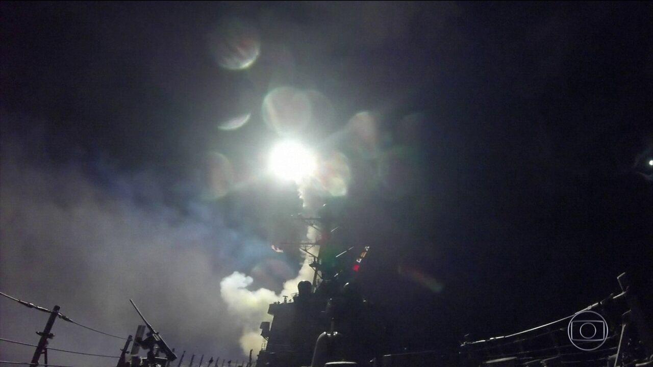 EUA bombardeiam Síria em resposta a ataque com armas químicas