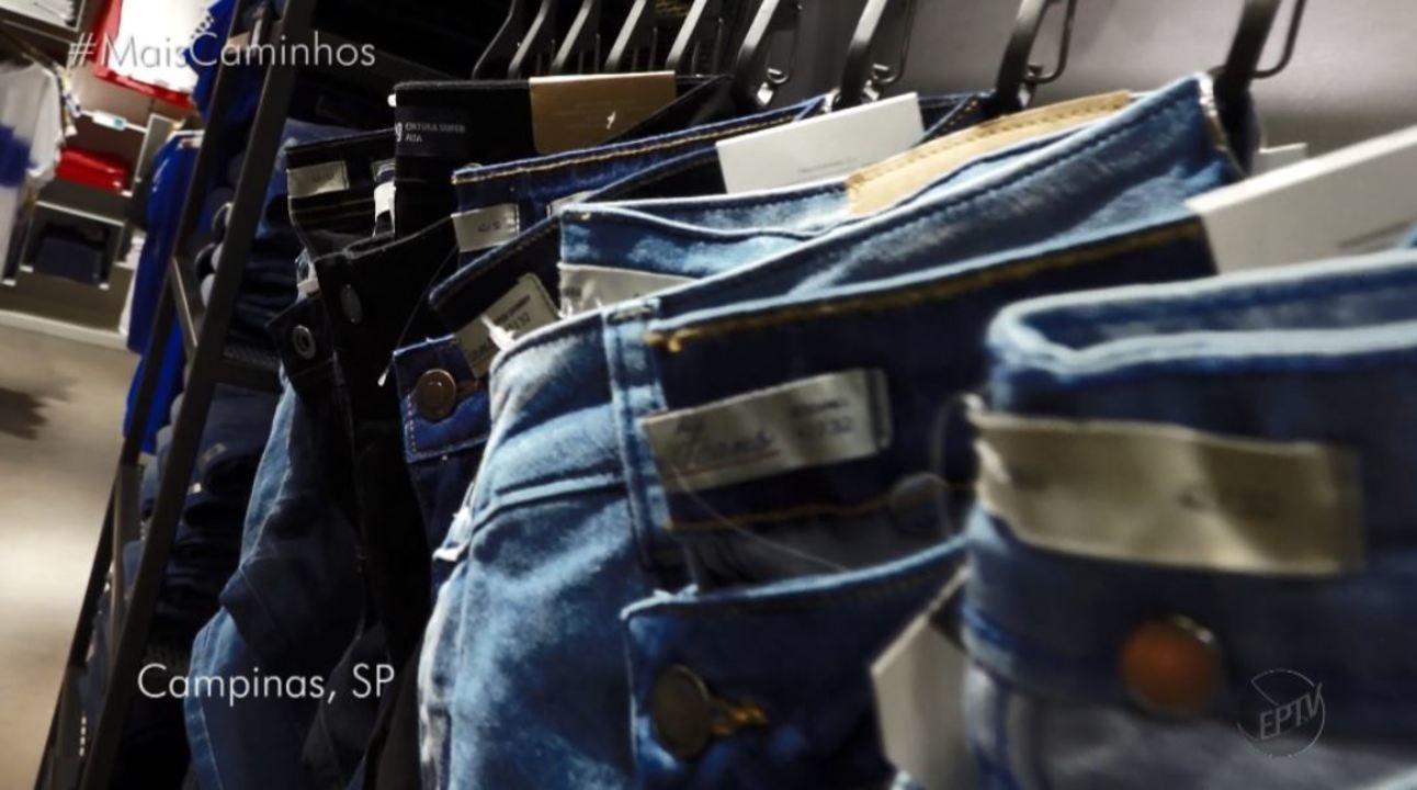 No quadro 'Tá na Moda', Aline Lima dá dicas de como arrasar com as peças jeans