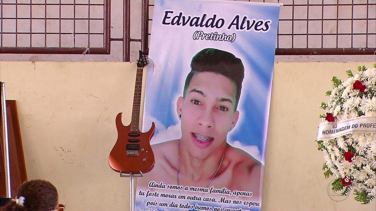 Jovem baleado por PM durante protesto é enterrado em Itambé
