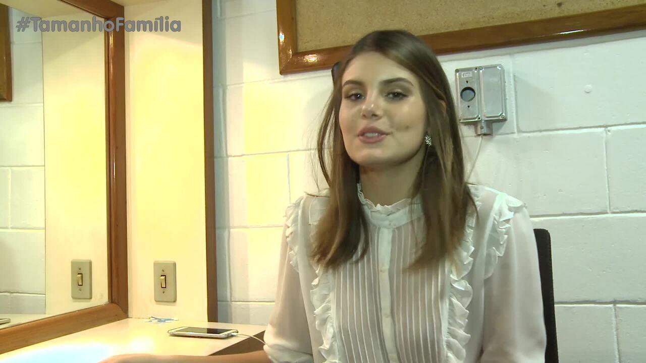 Camila Queiroz brinca de Verdade ou Consequência