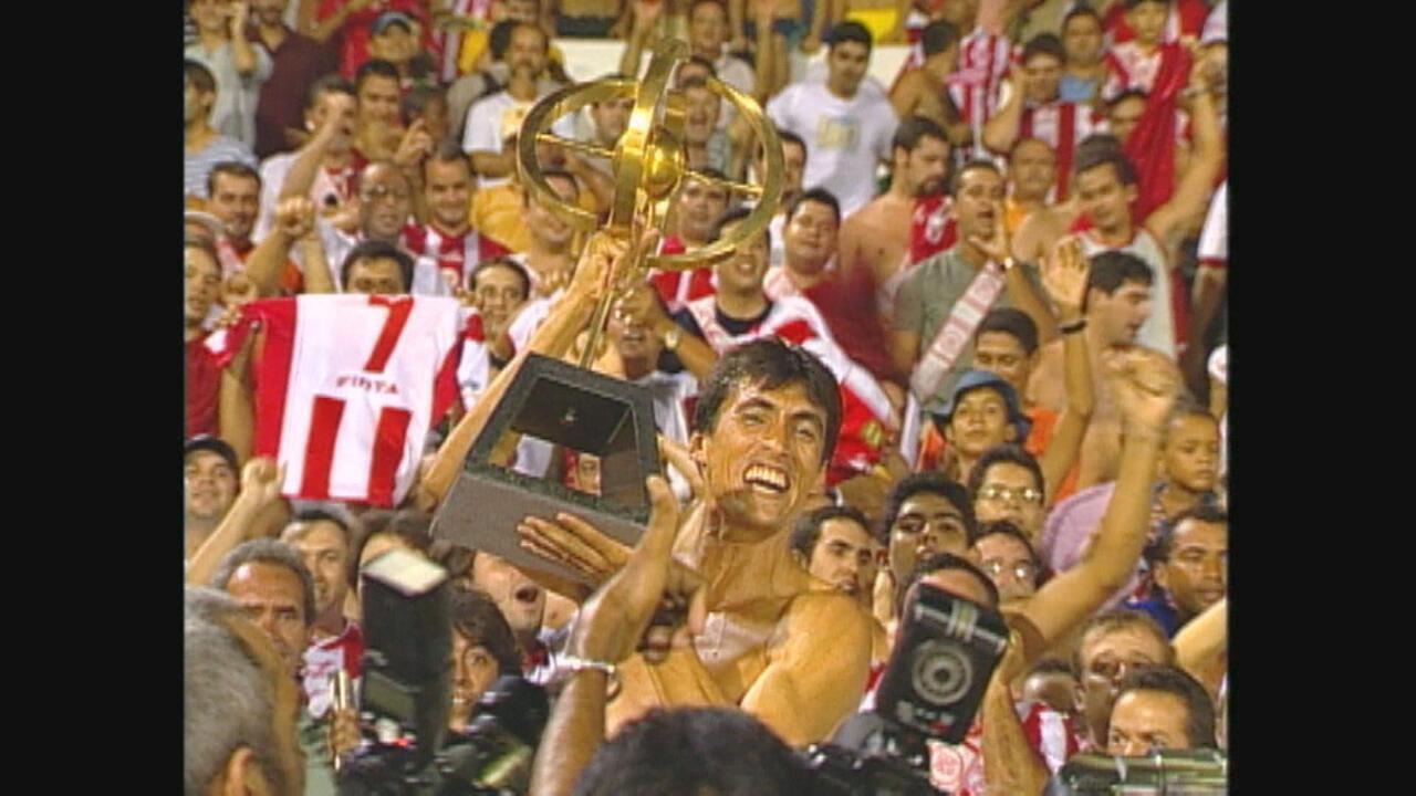 Em 2004, Náutico vence Santa Cruz por 3 a 0 no Arruda e sagra-se campeão pernambucano