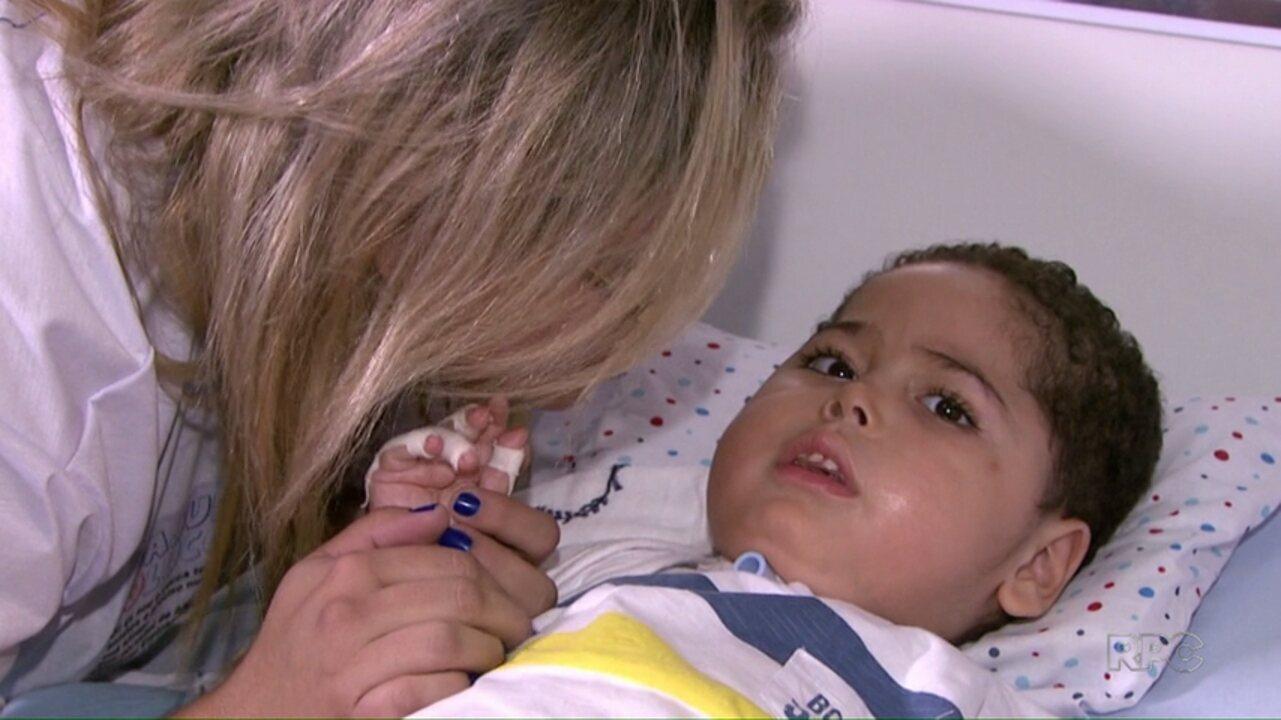 Pais de criança com doença rara tentam arrecadar R$ 3milhões para tratamento