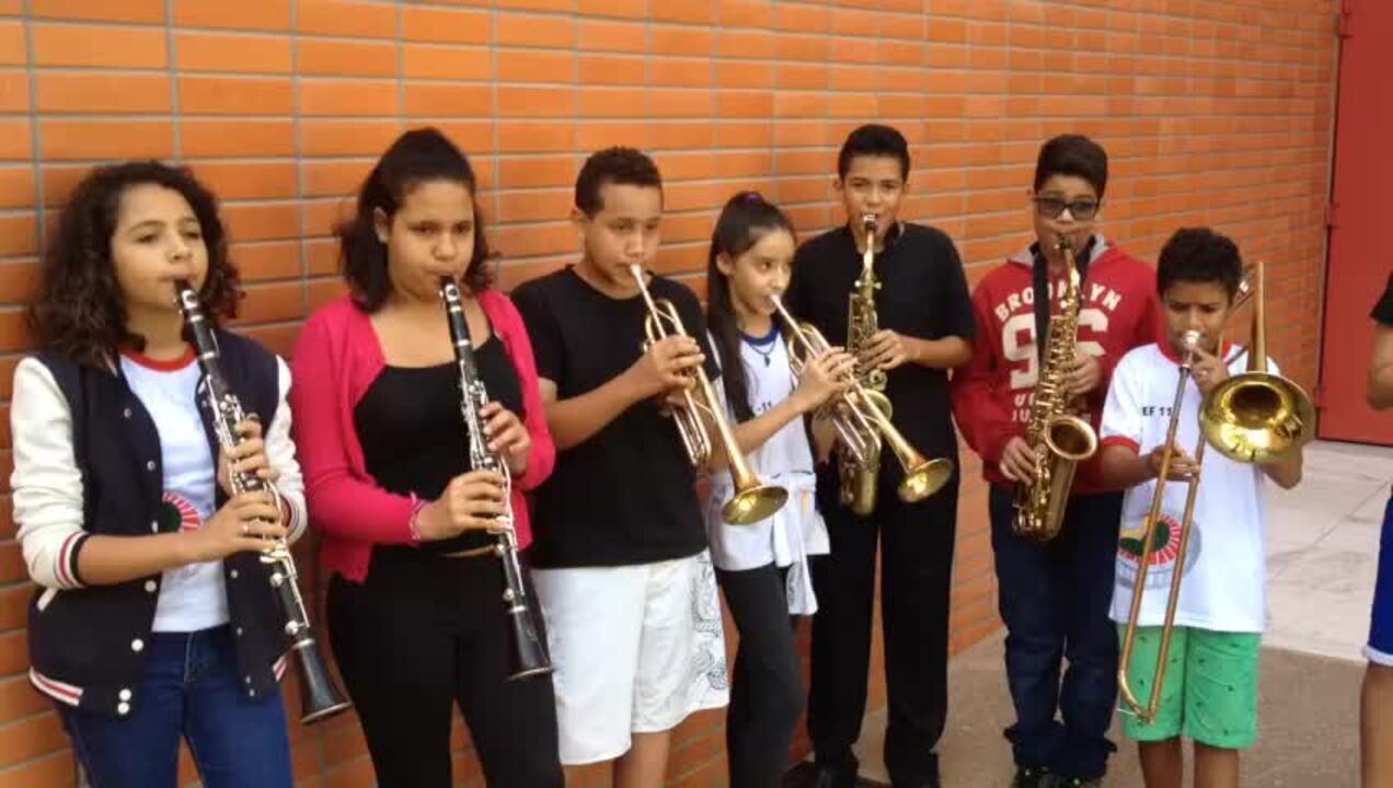 Crianças de projetos sociais do DF ensaiam Aquarela do Brasil