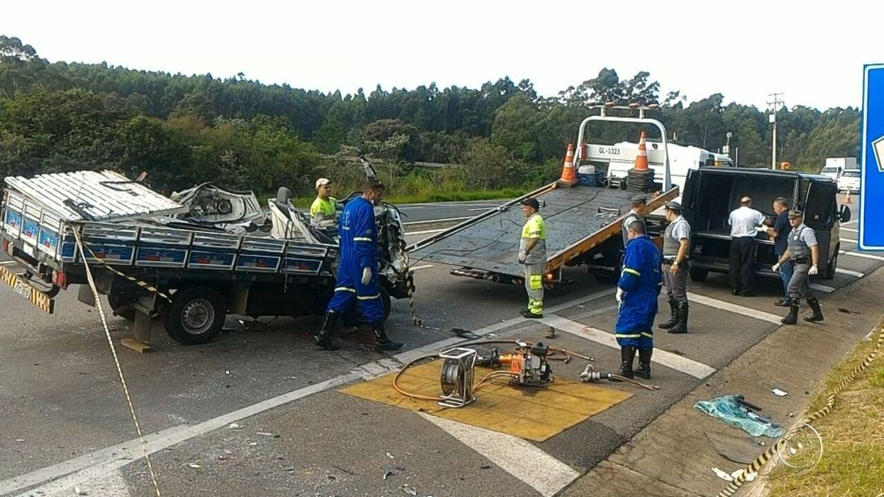 Passageiro morre em acidente entre caminhões em Itu