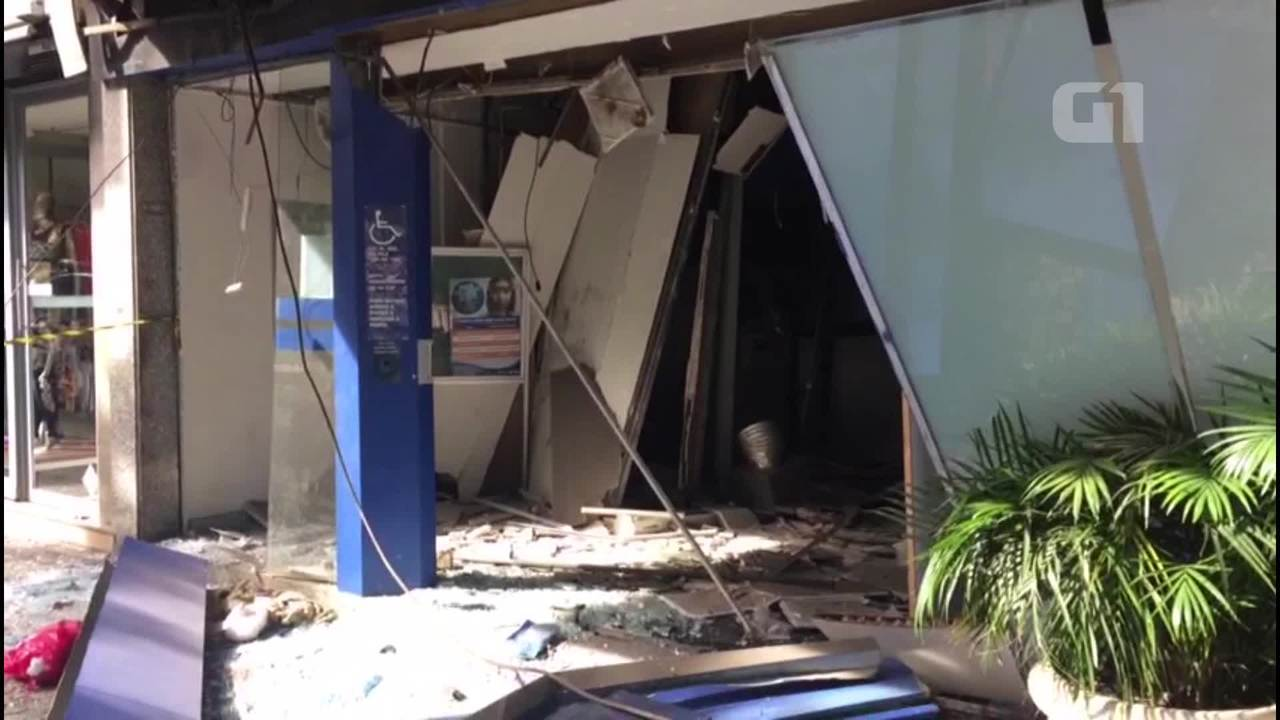 Imagens mostram rastro de destruição após explosão de caixa eletrônico em Ipanema