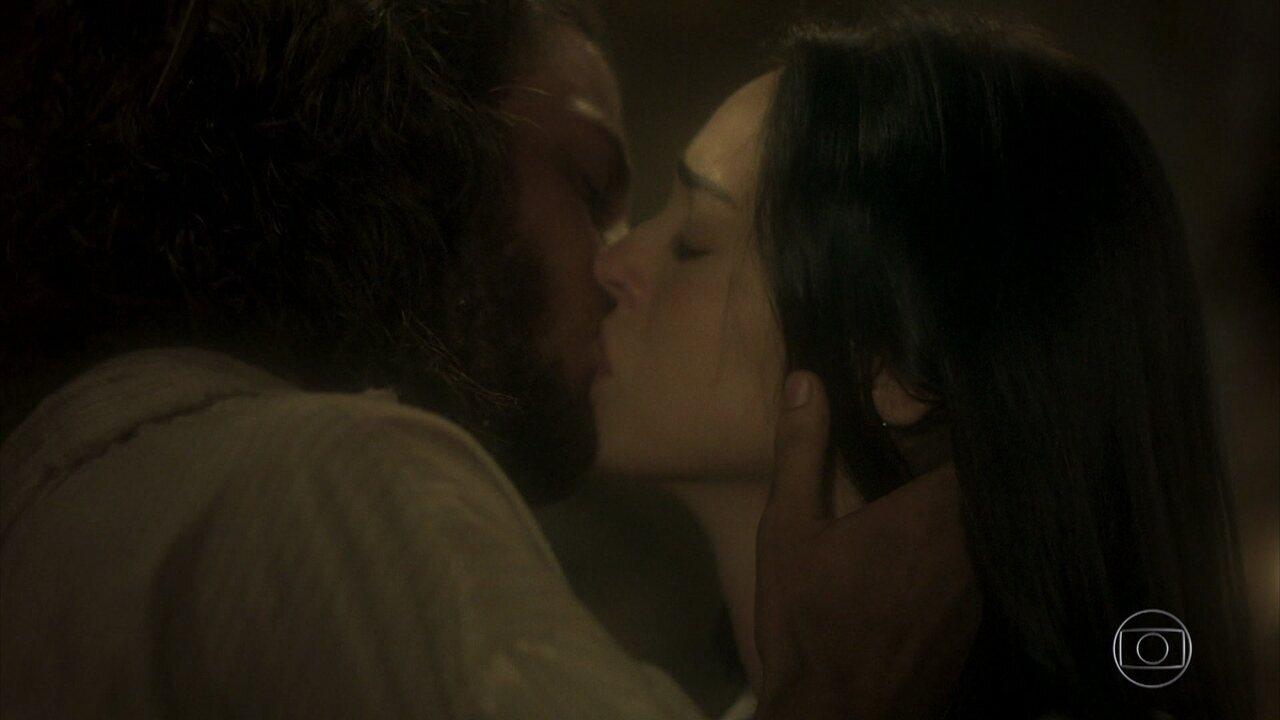 #Annaquim: Anna e Joaquim se beijam em 'Novo Mundo'