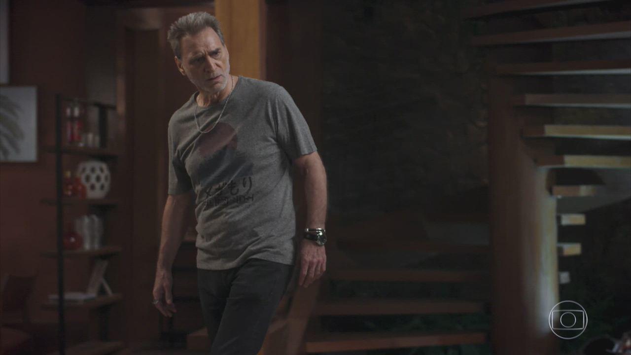 Rock Story - Capítulo de sexta-feira, dia 21/04/2017, na íntegra - Betão briga com Ramon e é demitido. Gordo confirma com o médico que Diana está mentindo sobre a gravidez. Júlia decide ficar com Gui.