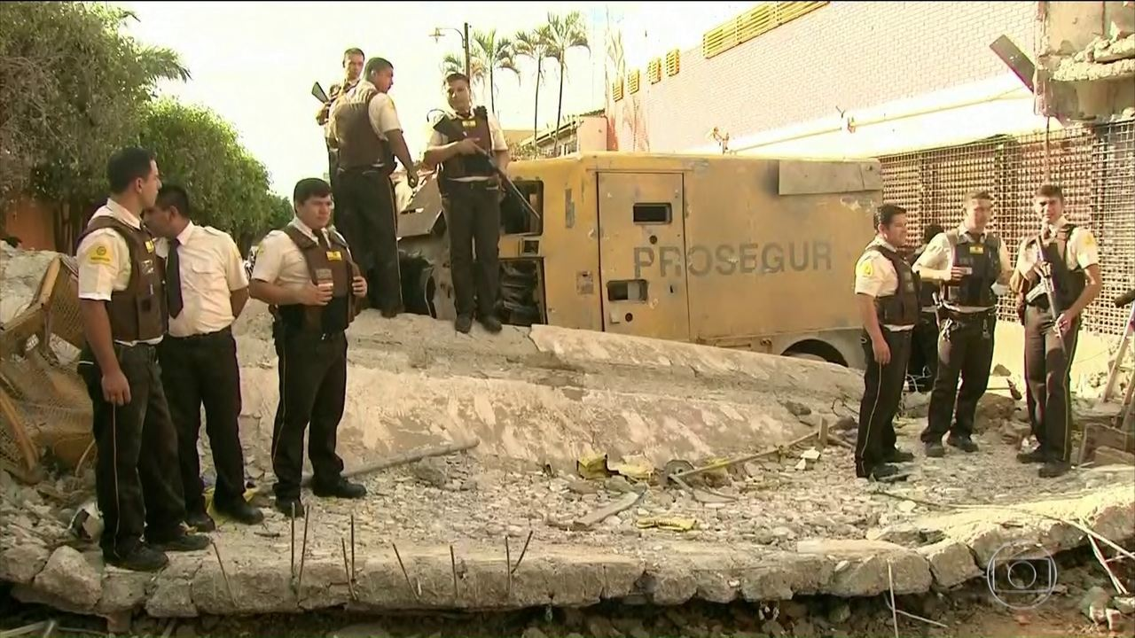 Assaltantes invadem transportadora de valores na fronteira do Paraguai com o Brasil
