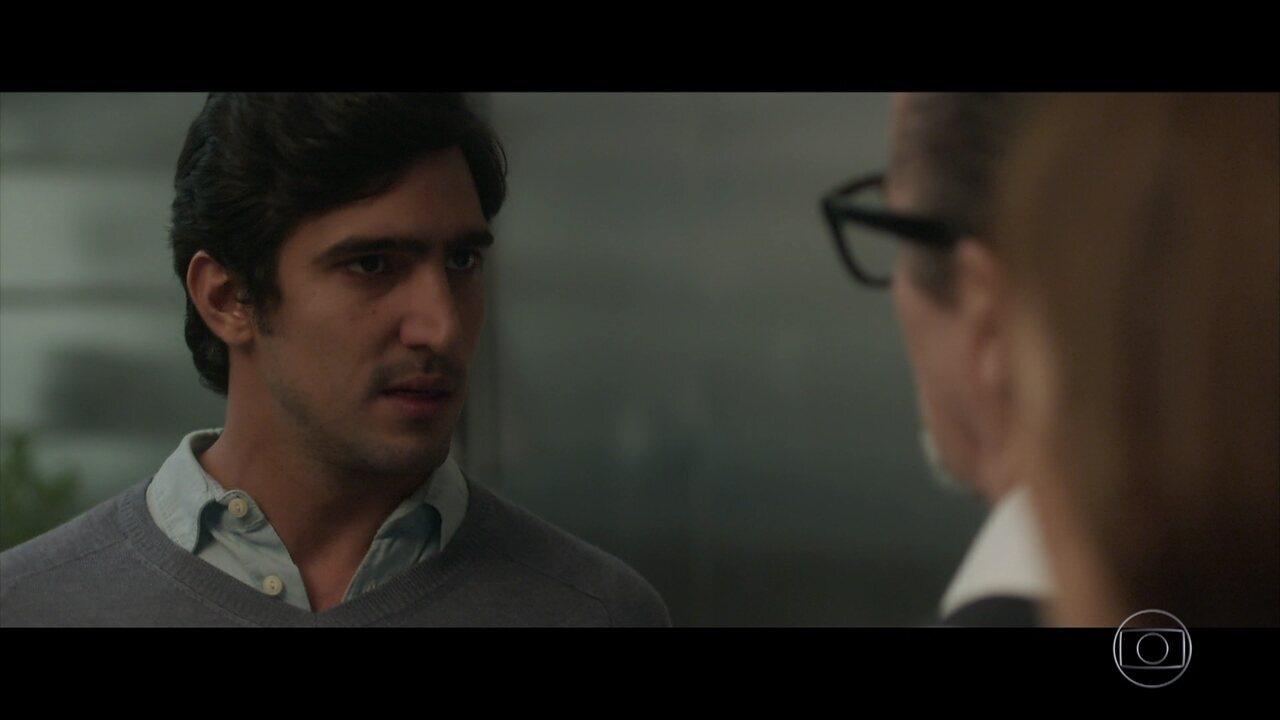 Arnaldo se desentende com Renato