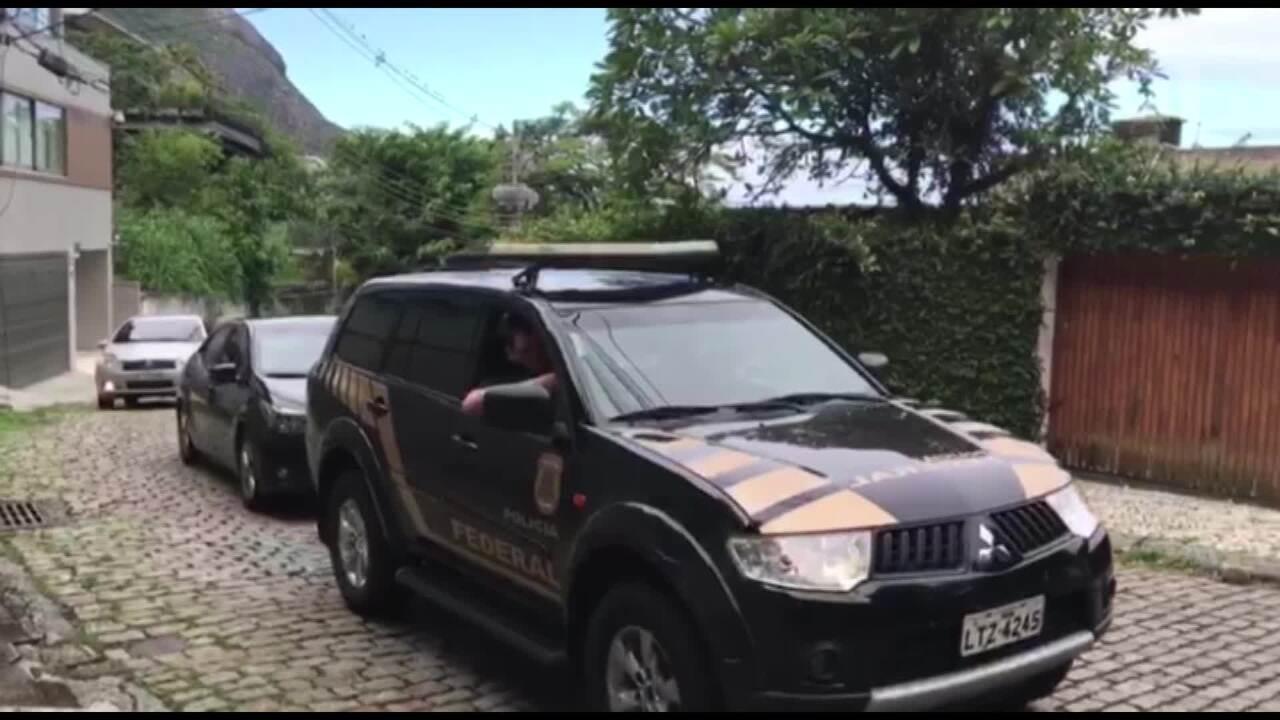 Após sair de Bangu, Eike Batista chega em casa escoltado pela Polícia Federal