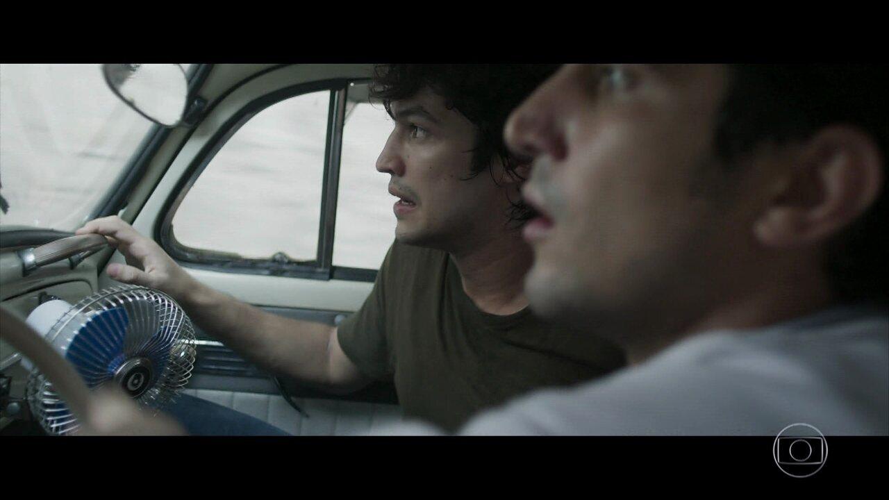 Renato e Gustavo são perseguidos