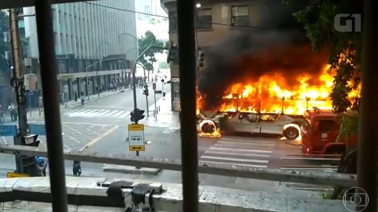 Rio tem mais de 50 ônibus incendiados em 2017; relembre outros casos