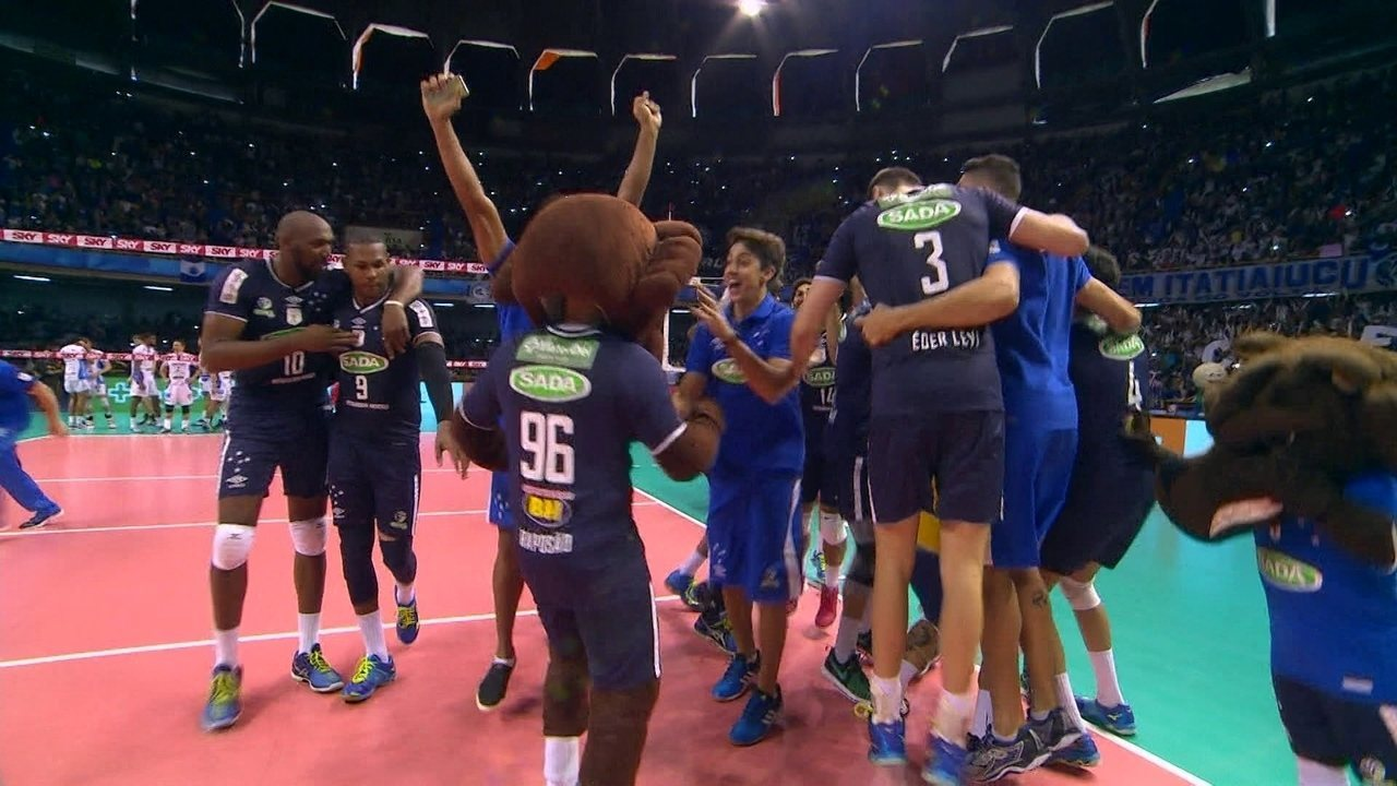 Melhores momentos da vitória contundente do Cruzeiro sobre o Taubaté por 3 a 1 pela final da Superliga masculina de vôlei