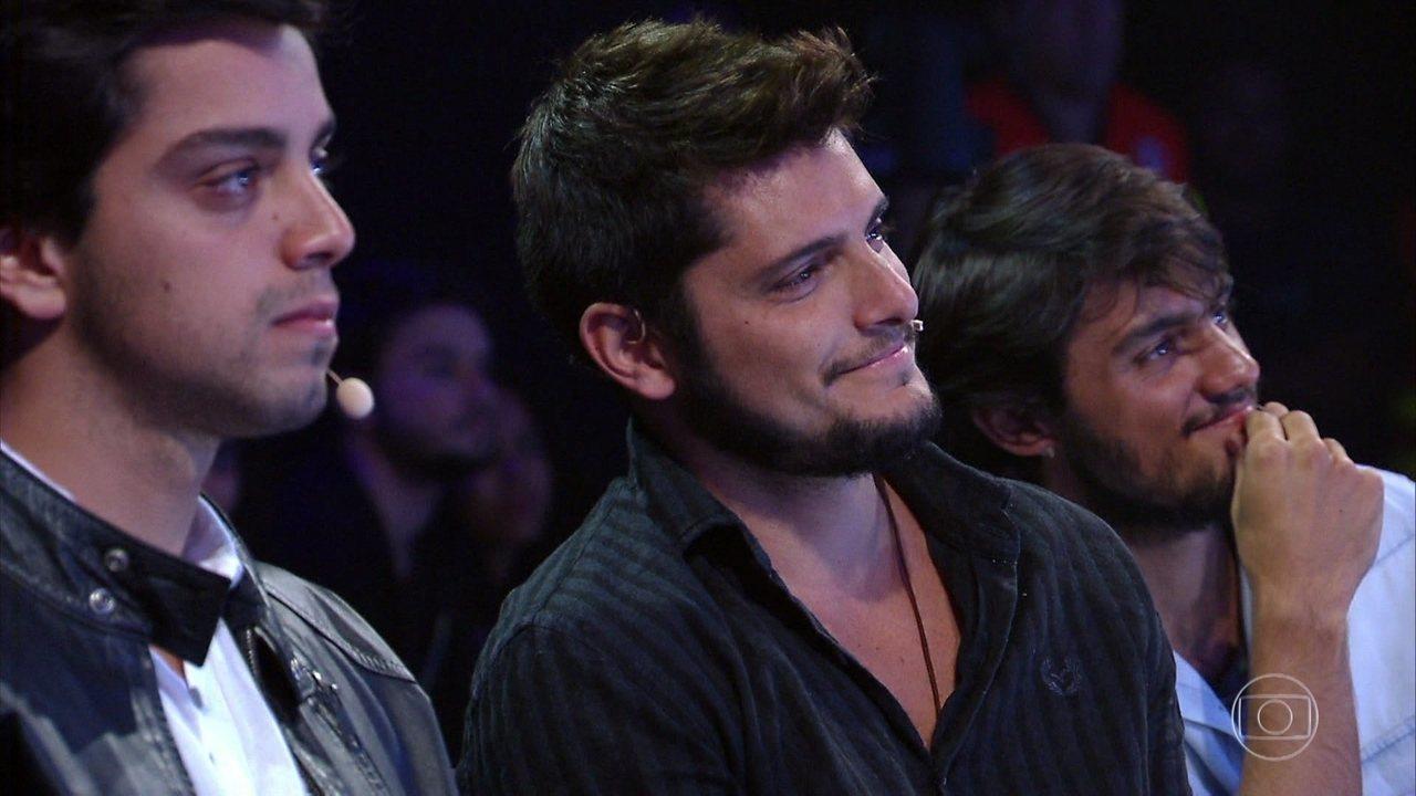 Rodrigo, Felipe e Bruno se emocionam com homenagem da família Simas