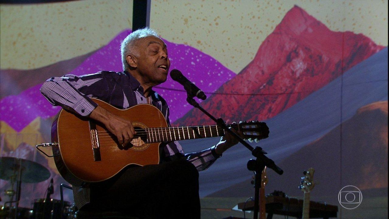 Gilberto Gil encerra o programa cantando música que fez para o neto
