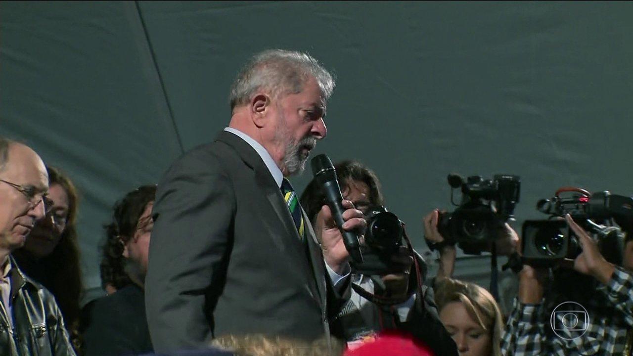 Lula participa de ato público em Curitiba
