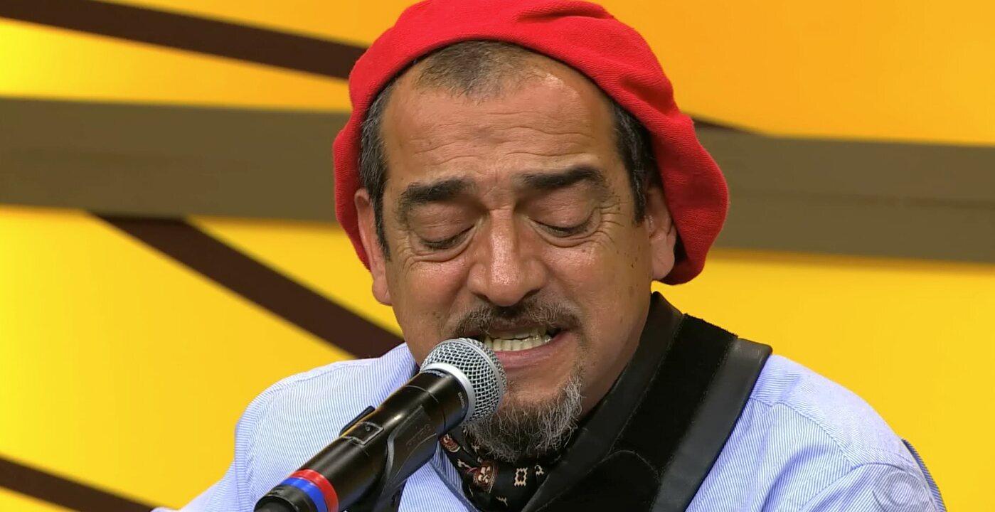 Jairo Lambari Fernandes canta 'Minha Flor' e 'Por Bemdizer-te' (bloco 3)