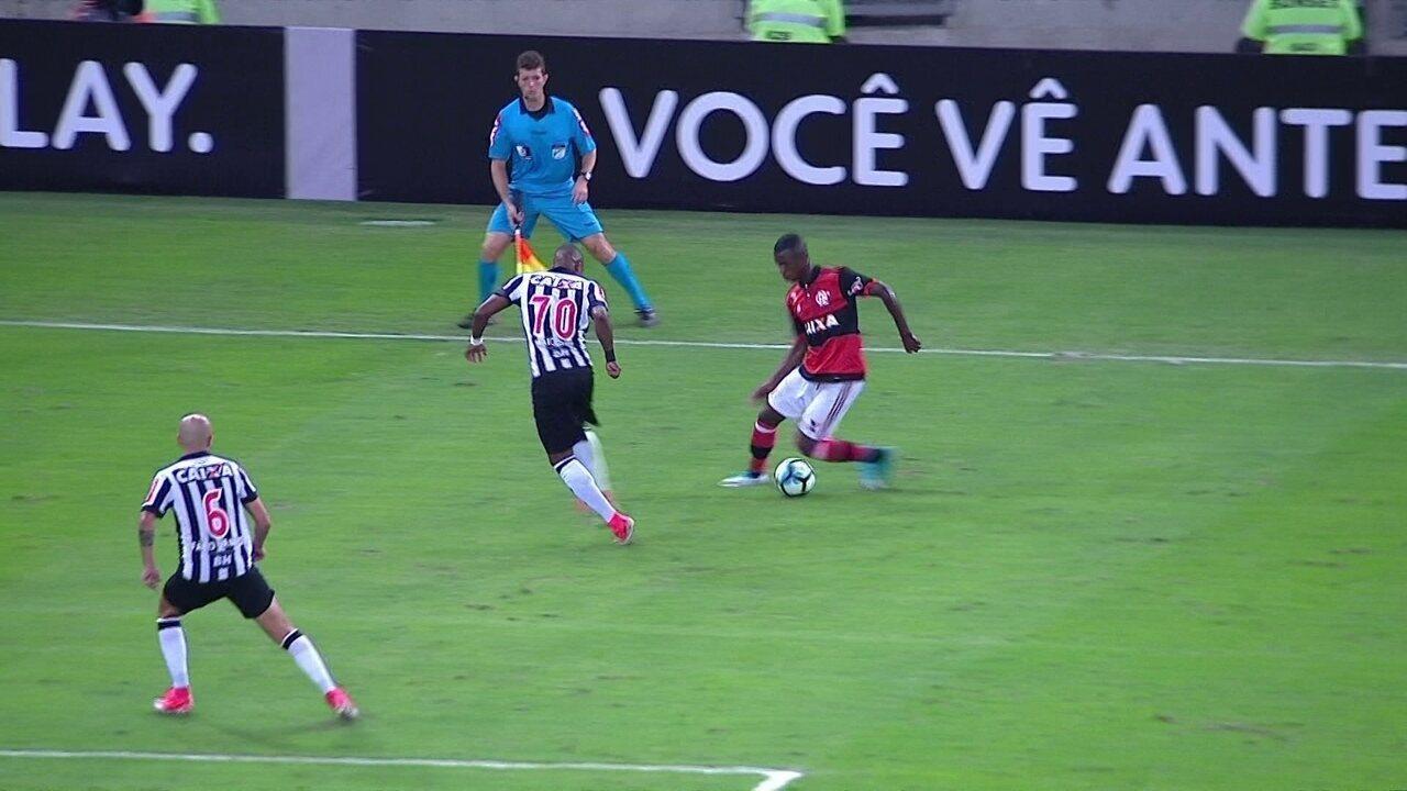Confira os lances de Vinícius Júnior, que estreou no time profissional do Flamengo
