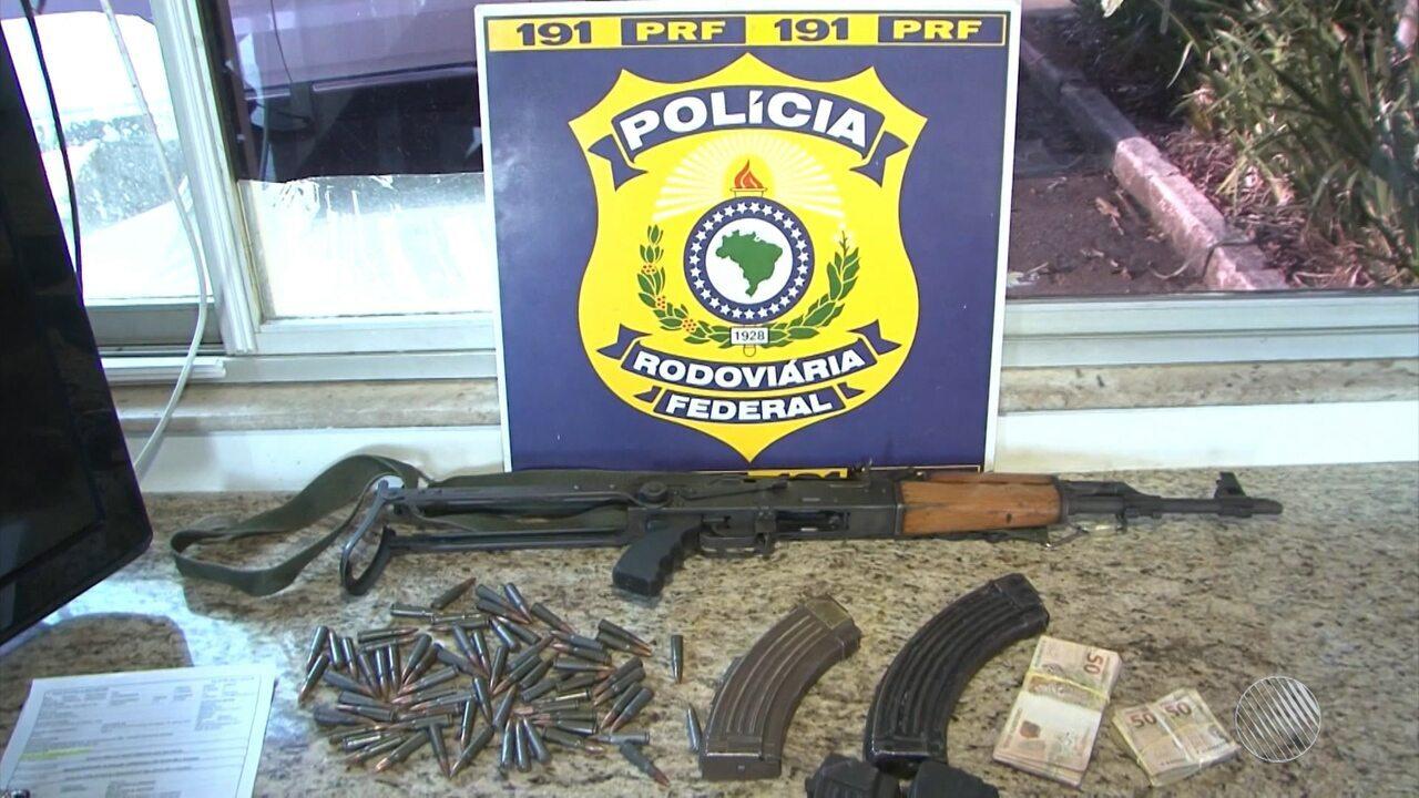 AK-47: dois fuzis de uso restrito são apreendidos em abordagem no sudoeste do estado