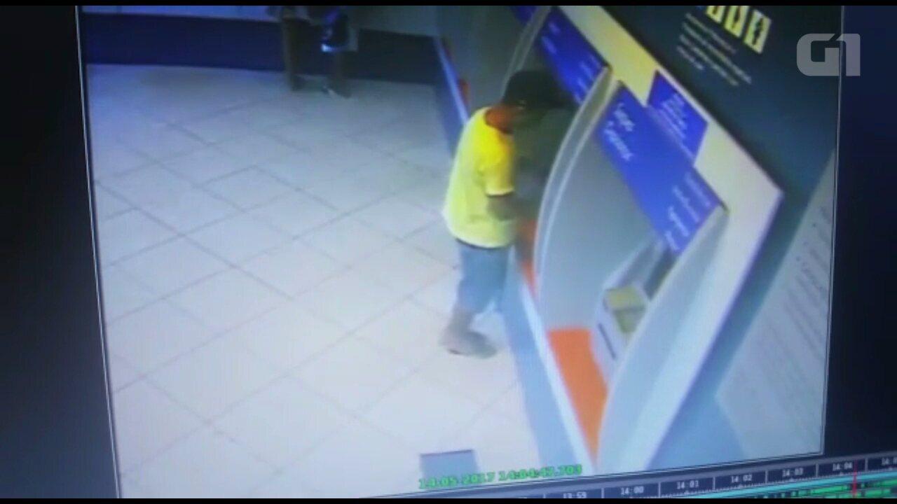 Suspeito de sequestro aparece em vídeo sacando dinheiro da vítima