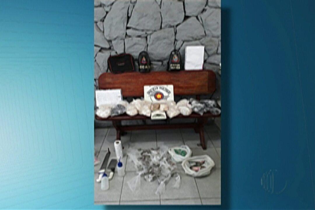 Polícia de Arujá descobre casa que funcionava como centro de distribuição de drogas