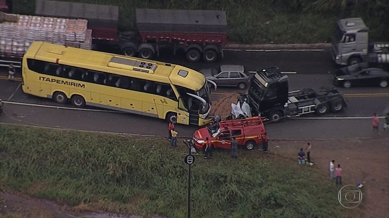 Acidente deixa três mortos na BR-381, em Sabará