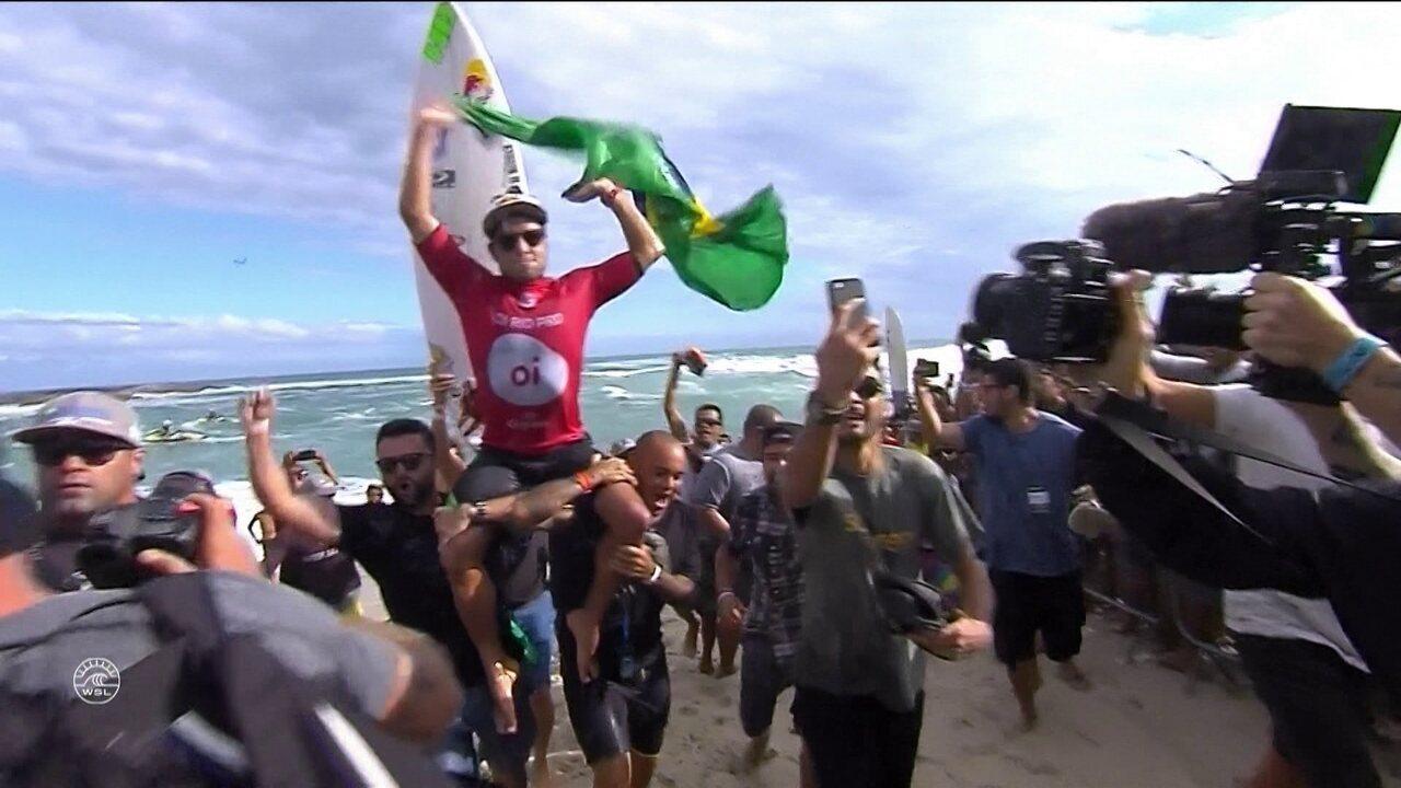 Mineirinho conquista etapa brasileira do Circuito Mundial de surfe